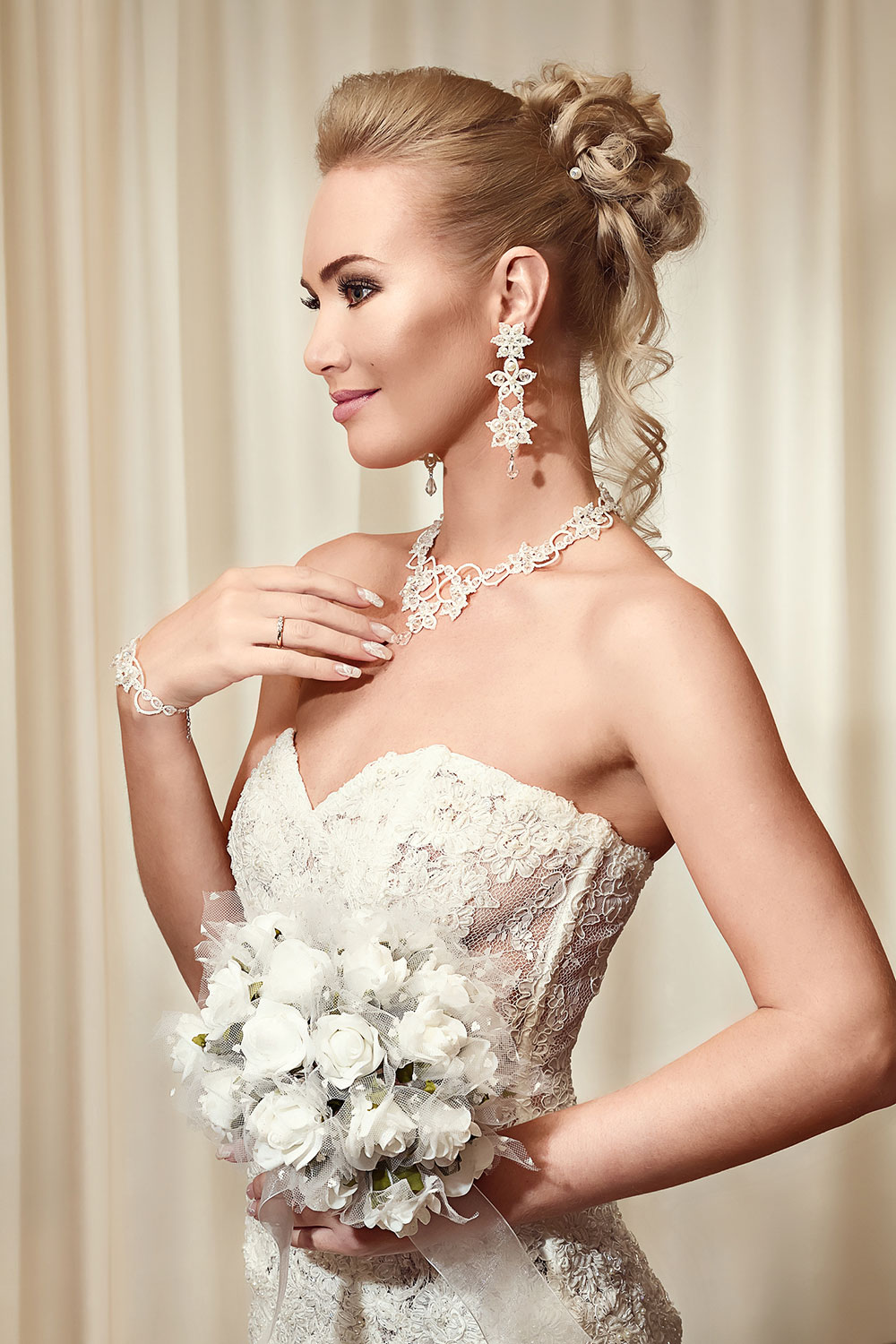 Gorgeous Wedding Hairstyles for ladies - LightUpMirrors.com