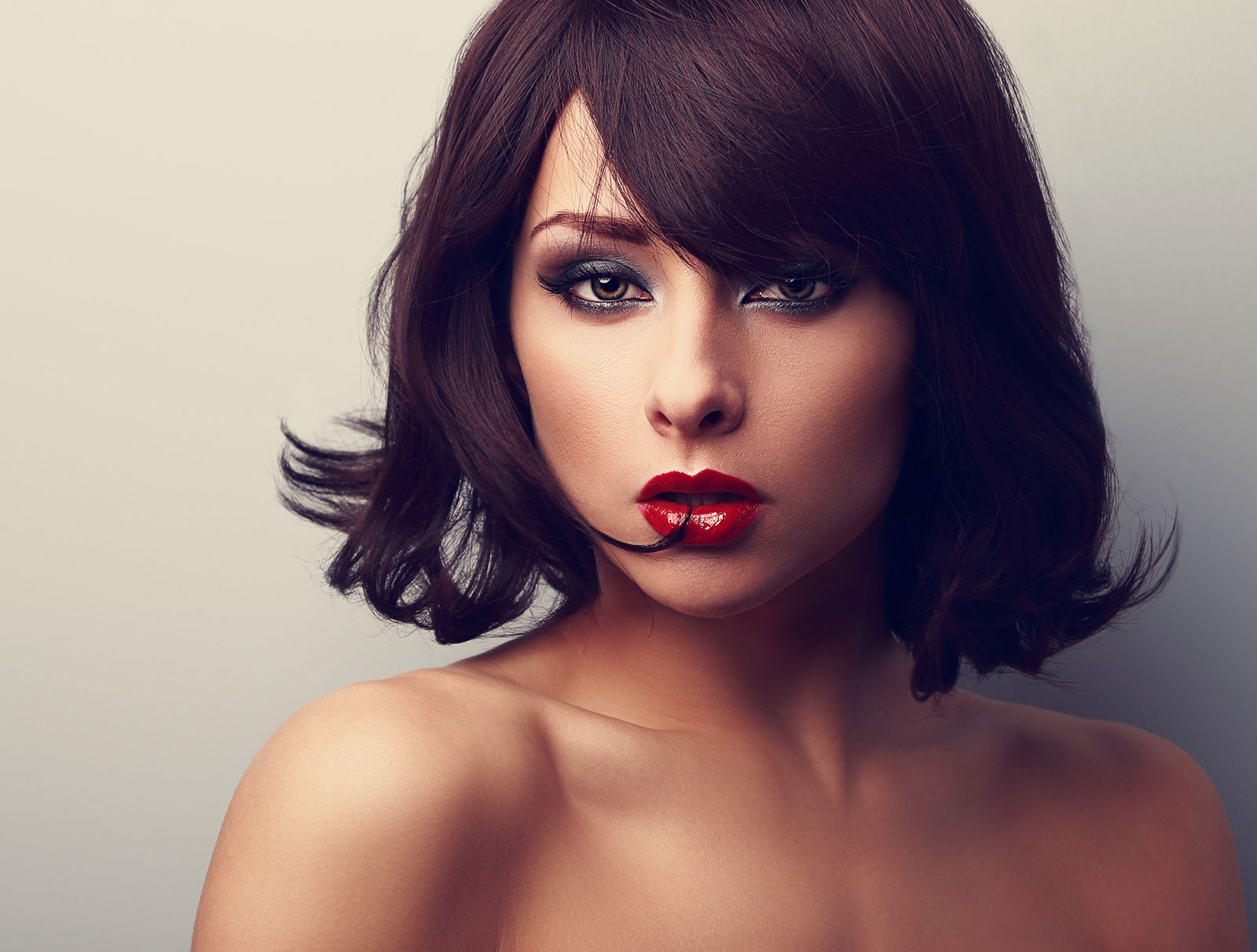 Tousled bob with outward ends and side fringe