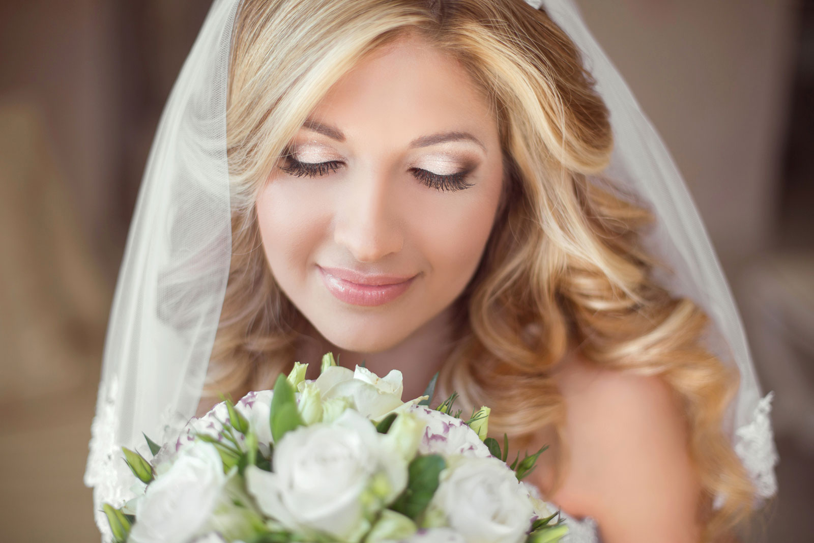 Golden Eyes natural wedding makeup